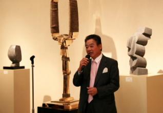 日動画廊 代表取締役 長谷川徳七